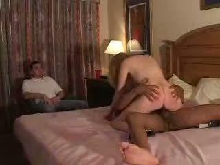 Couples tentar primeiro tempo fliming corno experiência com bull