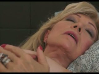 Szuzanne: matura & milf hd porno video
