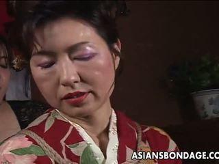 Asiatic matura tarfa has o rope session pentru îndura: porno f5