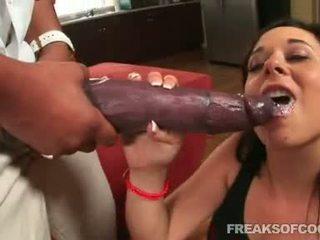 Soaked πορνό floozy aarielle alexis stuffs αυτήν στόμα με ένα τέρας πέος