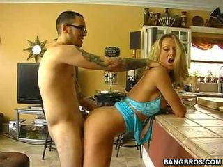 Hawt 熟女 brenda james bows 彼女自身 罰金 と セクシー と gets banged から 後ろ