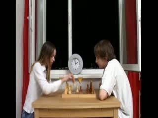 Ivana لعب chess و بعد اللعنة