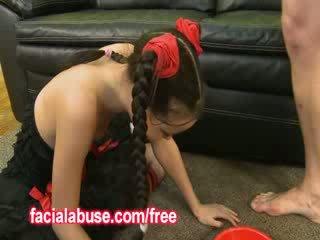 I vogël e thellë throat aziatike prostitutë loves being shared