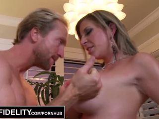 Pornfidelity - 큰 젖꼭지 섹스하고 싶은 중년 여성 sara jay 과 kelly 확인 ryan 정액 세 times - 포르노를 비디오 261