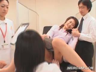 Süß asiatisch mieze gets feucht büchse checked bei die gynecologist
