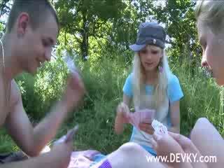 Başlangyç 3 adam licking outdoors