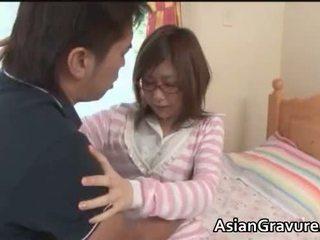 Söt brunett asiatiskapojke tonårs sucks hård balle