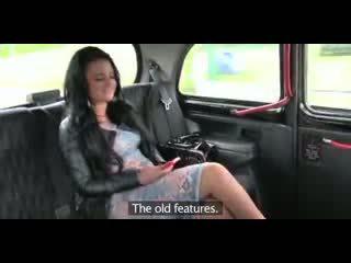 Liefde creampie overspel brits mollig slet gets een poesje vol van sperma in taxi