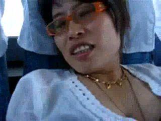 Άγριο ασιάτης/ισσα γυναίκα fucks επί ο δημόσιο λεωφορείο