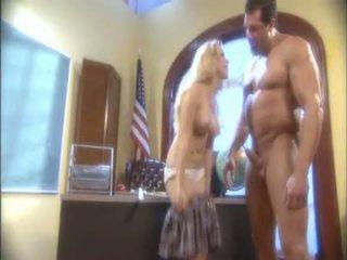 Blond aiden starr blowing en massiv pipe och receives henne våt hole licked
