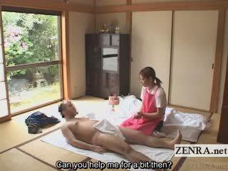 Subtitled cfnm japoniškas caregiver elderly vyras smaukymas