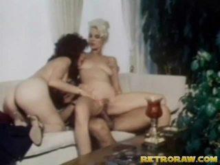 在健身房丰满的青少年, 视频在高清美女, 在厨房裸体