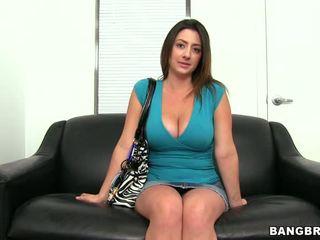 Excitat bruneta inpulit și gets ei fata covered în sperma video