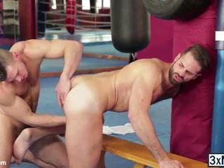 Male strippers globoko fafanje