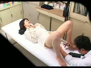 Spionering pervertert doktor uses babe pasient 02