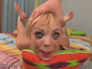 Hård knull henne throat video-