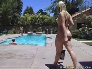 Alexis texas rides a tuk kohout po taking a sprchový video