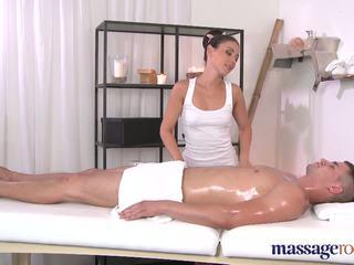 Massage rooms ngăm đen shaven chặt chẽ hole
