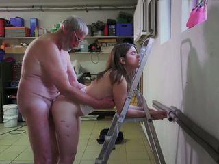 Slutty sirvienta follando porno addict abuelo gets boca.