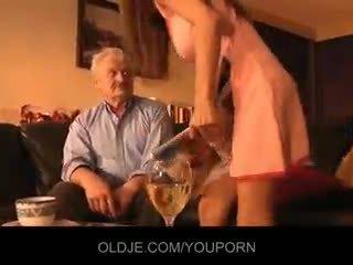 Дядо прецака от млад alice