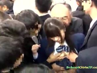 Asiatic scolarita gets ei fata bandă banged în o autobus