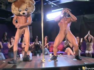 Heiß mädchen celebrating neu jahr mit male strippers: porno c6
