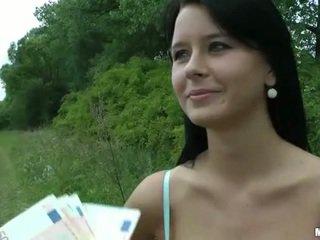 Busty čeština dívka mia paid pro veřejné pohlaví