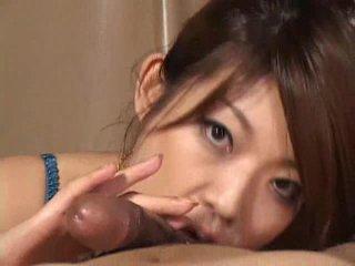 Preciosa asiática chica reiko yabuki gives un polla un gran mamada vídeo