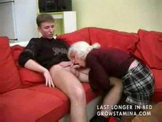 Γιαγιά με saggy βυζιά gets πατήσαμε part1