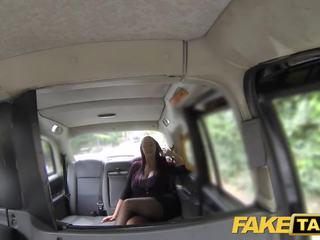Fake taxi sekretär otsin daam koos tohutu tissid ja märg