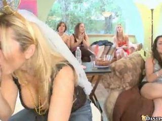 옷을 입은 여성의 벌거 벗은 남성 파티 하드 코어