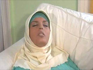 令人惊叹 muslima 在 hijab 同 大 体 是 一 sexaddict