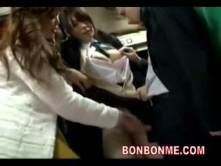 תלמידת בית ספר seduced מזוין על ידי geek ב אוטובוס 04