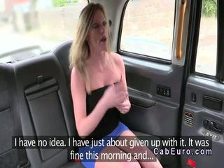 Posh warga british si rambut perang banged dalam yang fake taxi