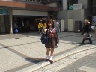 Mikan astonishing azijke šolarka enjoys javno flashing