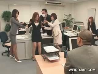 日本语 孩儿 gets roped 到 她的 办公室 椅子 和 性交