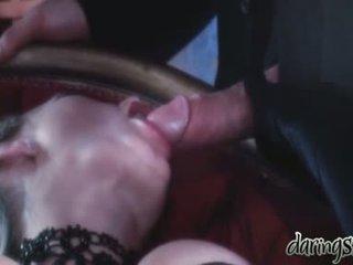Seks meisjes vidoes wanneer een man kiss hen in haar mond