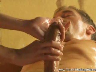 Krásne blondýna milfka masáž