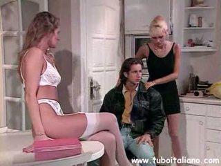 Itali milf kacamata seks bertiga troia