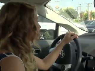 Autó faszverés míg driving