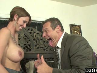 Gros seins secrétaire en chaleur pour certains austrian bite