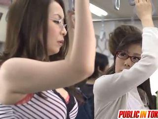Aziāti māte id tāpat līdz bang licks rooster uz autobuss xxx ballīte