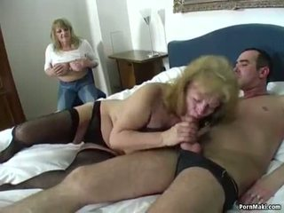 Heureux guy fucks two incroyable mamies