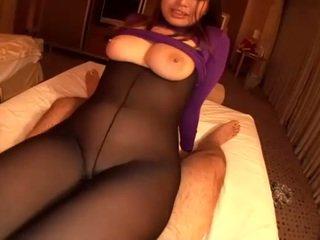Lentoemäntä gets kuuma siittiöiden alle hänen seksikäs alusvaatteet