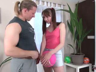 Pigtailed adoleshent vajzë gets bald pidh spermë në