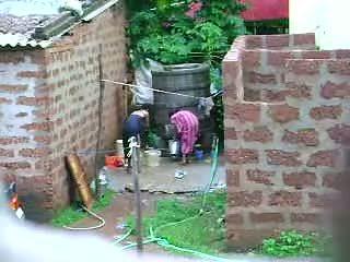 Sledovať tento two príťažlivé sri lankan dáma getting bath v von