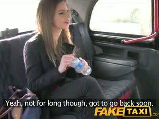 Faketaxi teşhirci bukkake takes o itibaren arkasında içinde taxi sextape