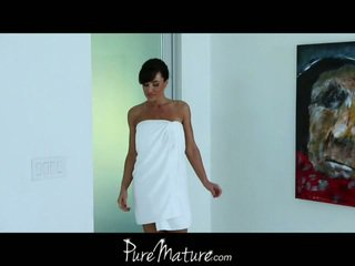 The purest of all matures, lisa ann gets a massage