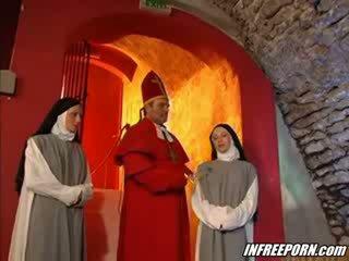Nuns 和 preachers 疯狂的 狂欢