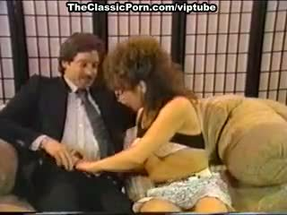 Dana lynn, nina hartley, ray victory uz vintāža porno vietā